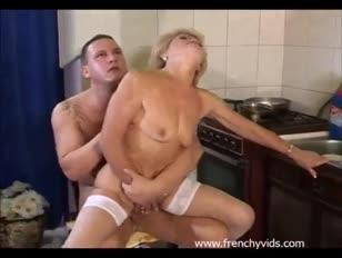 Invecchiato mega-bitch trapani con un ragazzo giovane