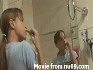 Video porno casero de primos follando a sus primas borrachas dormidas
