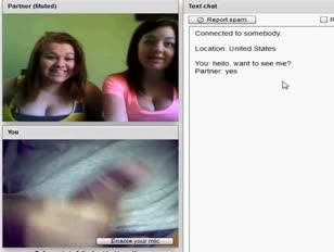 Due ragazze rotonde che mostrano tette enormi - teengirlsexposed.com