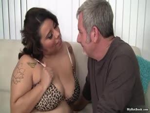 Porno lesbo fanno sesso con violenza domino