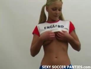 Hottie di calcio inglese davvero prosperoso