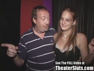 Tampa teen sbatte anonimi spettacoli di teatro pornografico in pubico